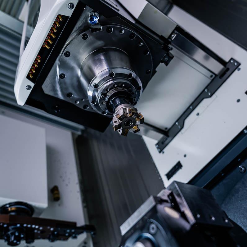 Zerspanungstechnik - CNC-Fräsen - 3-Achs 5-Achs - Fräskopf - SNZ GmbH & Co. KG - Wiehl