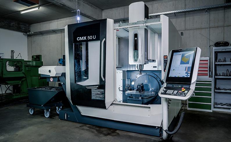 Zerspanungstechnik - CNC-Fräsen - 3-Achs 5-Achs - Maschine CMX 50 U - SNZ GmbH & Co. KG - Wiehl